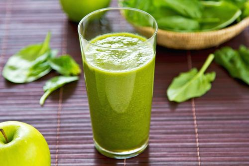 Apple, Spinach, and Lime Smoothie